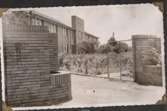 Hendrik VanderBijl School (1953)