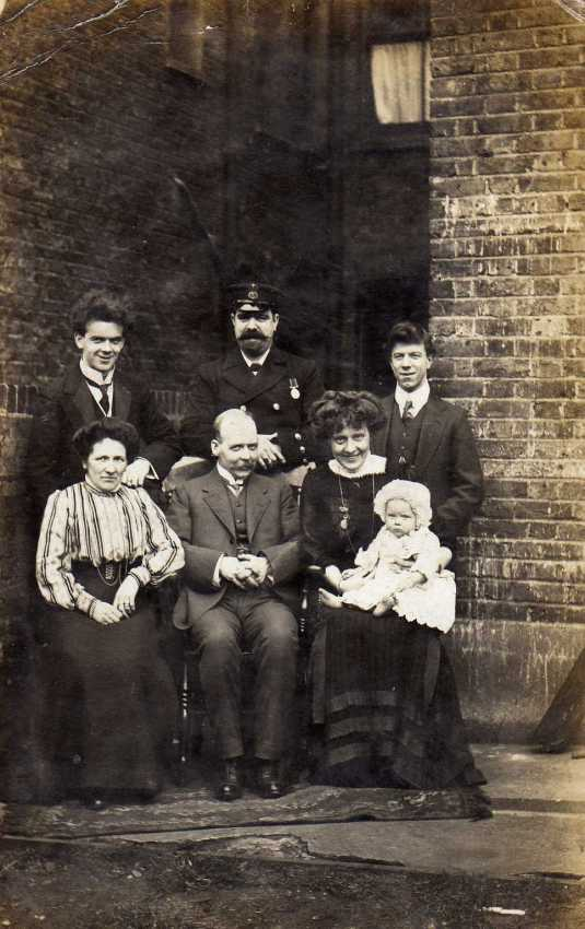 tom-on-the-back-row-hilda-and-myf-on-the-front-with-other-family-members